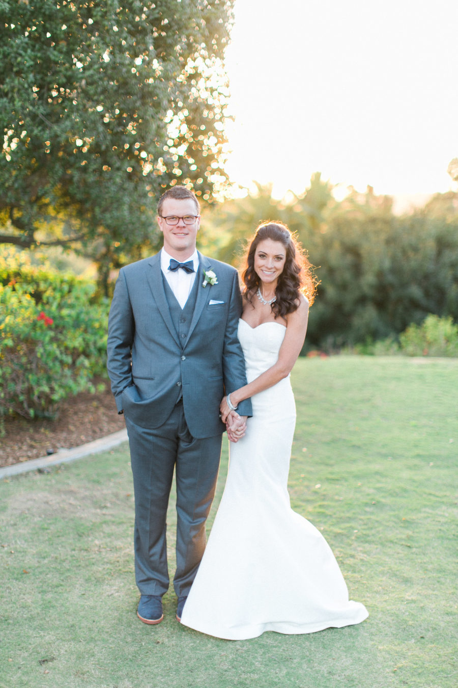 a plain strapless mermaid wedding gown and a statement necklace are a nice choice for a modern glam bride