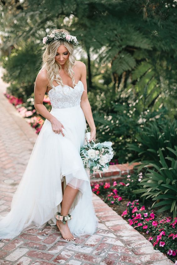 a chic strapless wedding dress with a sweteheart neckline, an embellished bodice and a layered skirt
