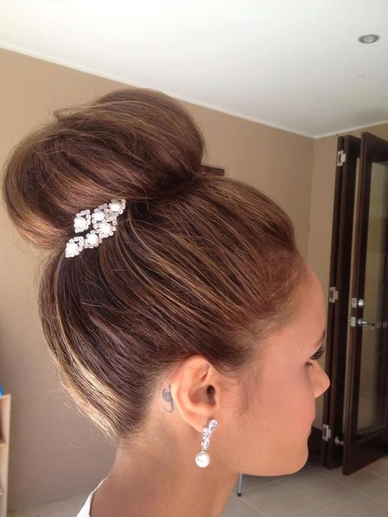 a top knot can be accented with a rhinestone and pearl hairpiece on one side and you may wear matching earrings