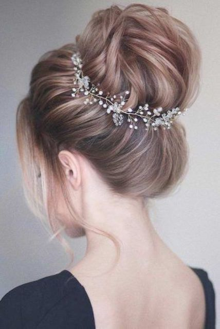 highlight your voluminous top knot with a refined and trendy hair vine, and add some locks down