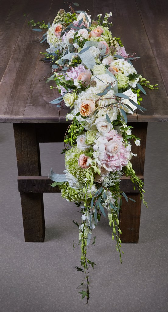 DIY cascading lush floral table runner (via buyoasisfloral.com)