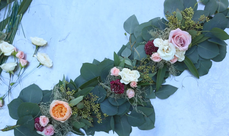 DIY eucalyptus and fresh bloom table runner (via winecountrytable.com)