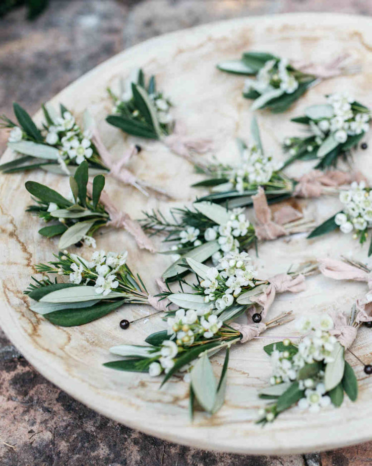 DIY wedding boutonnieres of blooms and greenery (via www.marthastewartweddings.com)