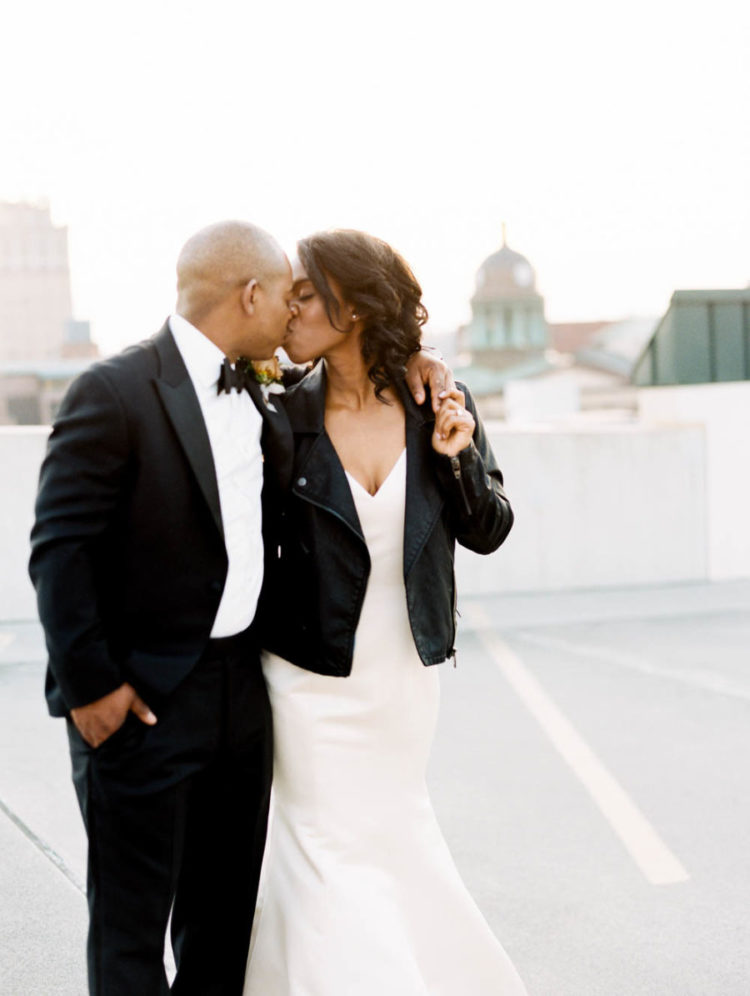 This couple went for a modern and refined wedding with an attention to detail