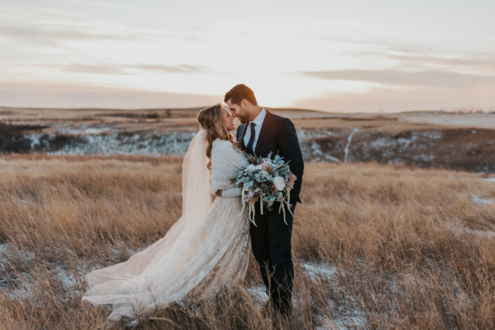 This winter wonderland wedding in Saskatchewan is a nice example how to pull off this theme