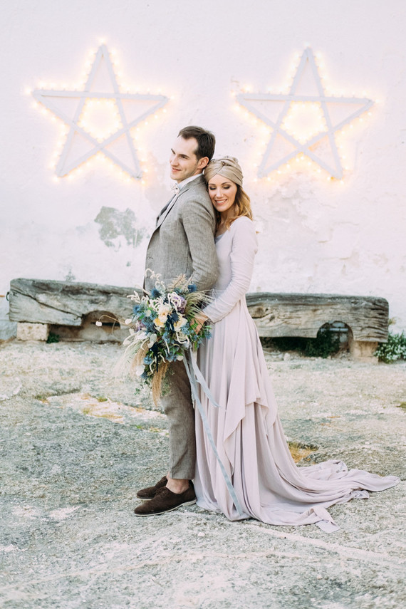 The wedding ceremony space was done with luminous stars and a dried herb wreath in the center