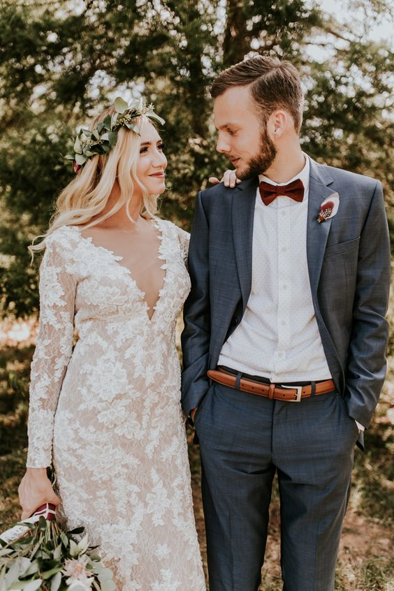 a chic groom's look with a grey suit, a burgundy bow tie and a white shirt plus a thin belt