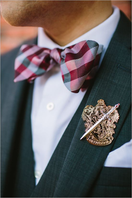 a Gryffindor pin for a Harry Potter inspired wedding, what a gorgeous idea