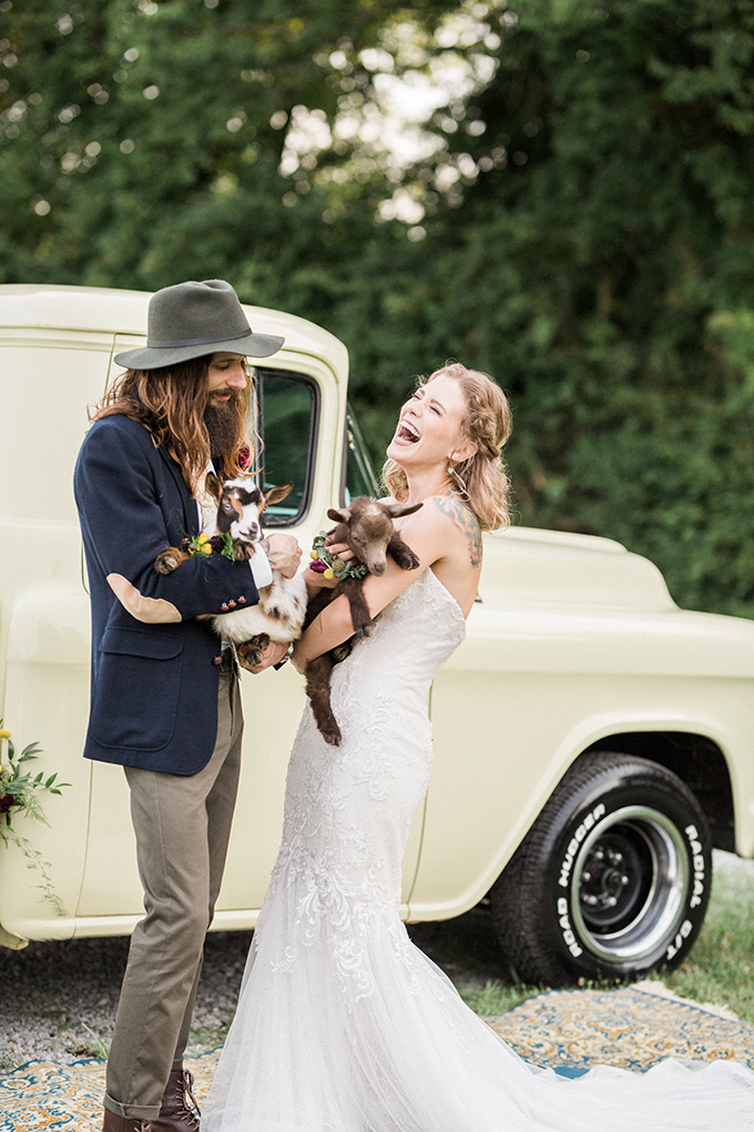 Why not invite your furry friends to your wedding when theya re so cute
