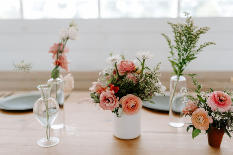 The centerpieces were floral and greenery ones, with clear vases