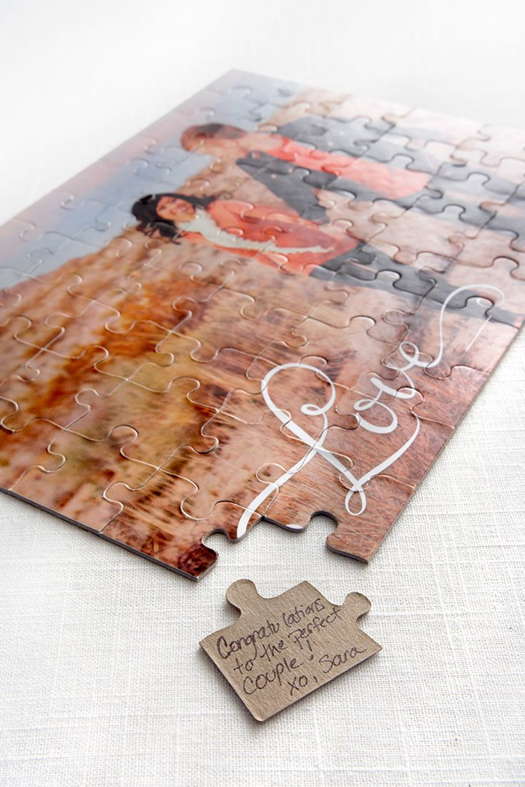 a puzzle made of your couple's photo as a guest book is a great idea to rock at your wedding