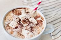 15 hot chocolate with marshmallows is ideal as a drink to serve at arrival, every guest will be happy
