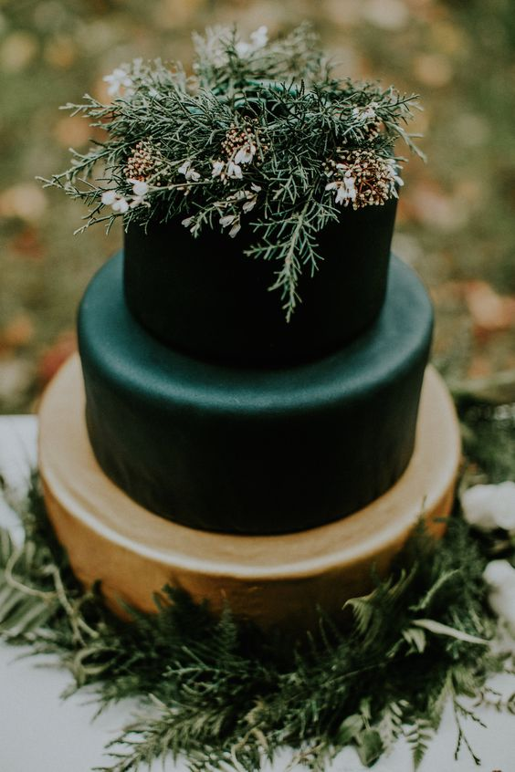 evergreens and herbs are great for a moody winter wedding cake and look very natural and chic