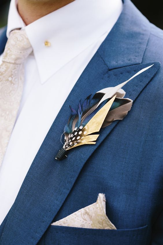 a stylish bright feather boutonniere is a creative idea and a nice boho touch to the outfit
