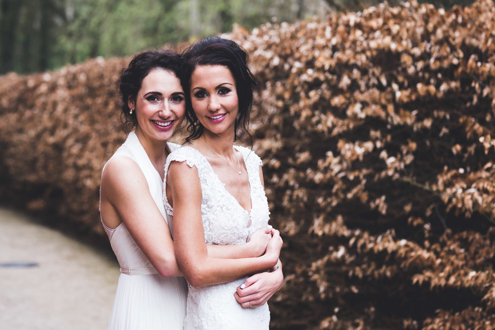 These girls got married at a cute and chic chateau, their wedding was romantic and breezy in everything