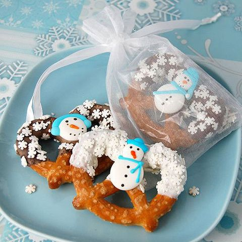 snowman pretzels will excite everyone, both kids and adults, just buy or make some and pack them
