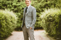 04 The groom was wearing a grey three-piece wedding suit, cognac shoes and a forest green tie