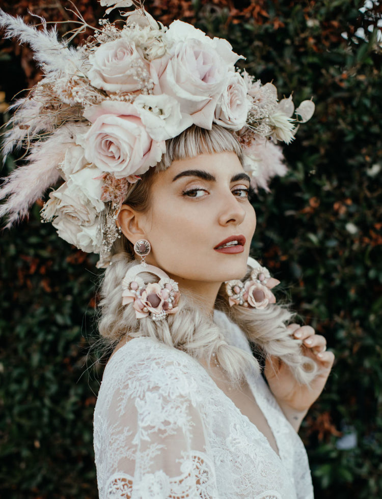 Look at this incredible oversized floral crown and matching earrings, aren't they gorgeous