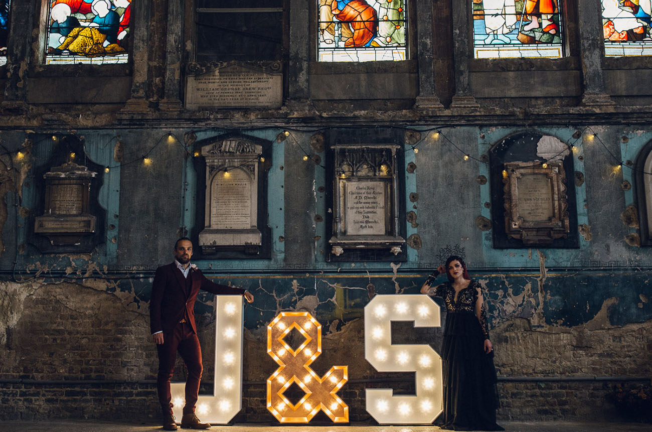 The oversized marquee letters J and S are right what you need for such a wedding