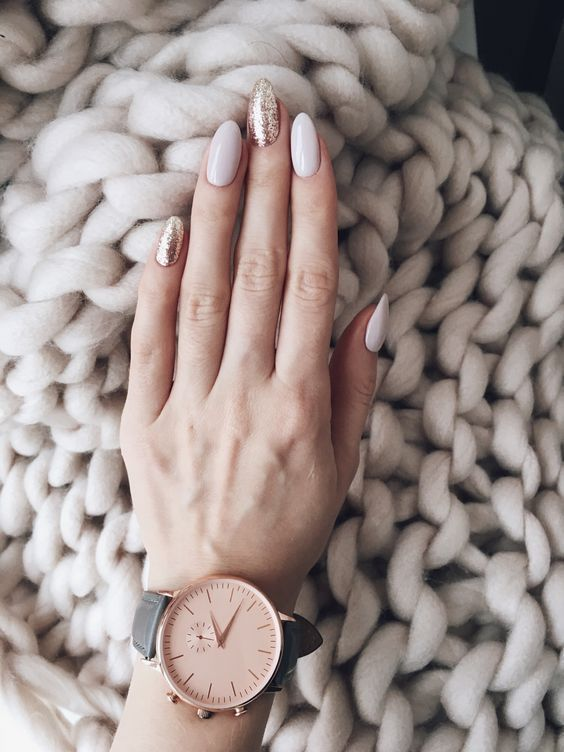 white, blush and gold glitter nails for a modern winter bridal manicure