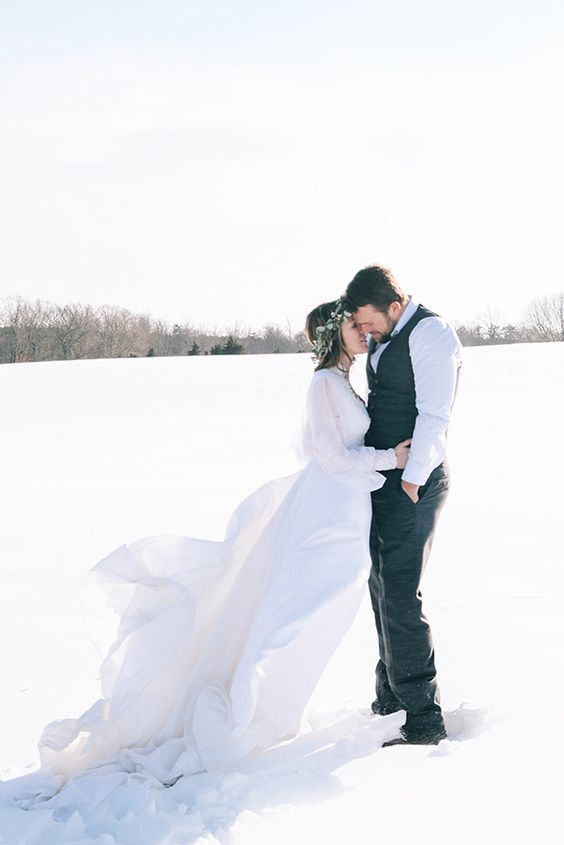 such cool winter wedding pics are sure to warm up your heart later when you get them