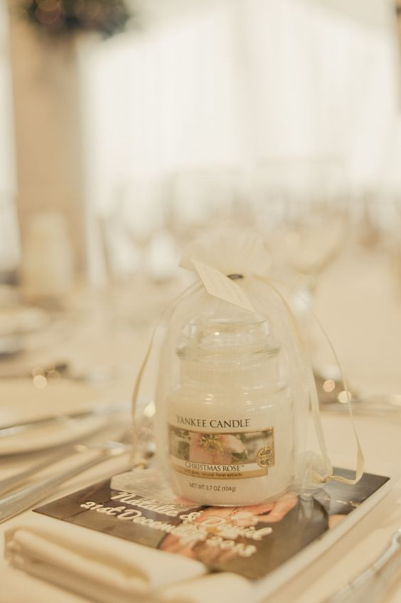 a Christmas scented Yankee Candle is alaways a great idea for a Christmas or winter wedding