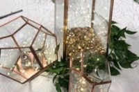 20 copper terrariums with LEDs and greenery around for a Christmas centerpiece, such decor always creates a mood