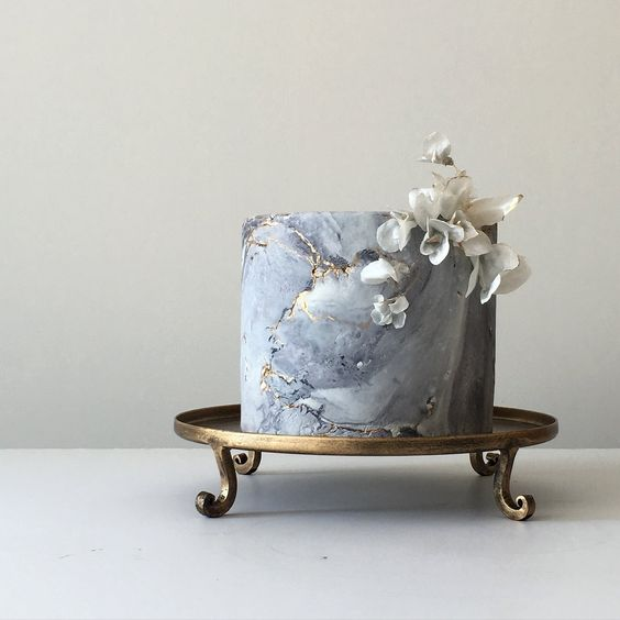 a grey marble wedding cake with rice paper flowers looks like a real masterpiece, delicate and fantastic