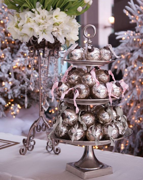 place some cute Christmas ornaments on a cake stand, they are perfect for budget-friendly favors