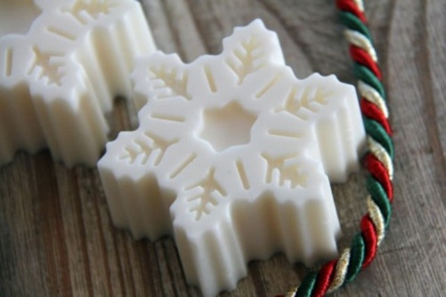 snowflake shaped soaps are great for Christmas - and you can DIY them easily
