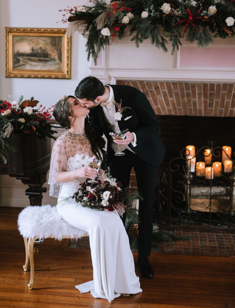 This luxurious wedding at Christmas was full of shiny and dazzling details and chic