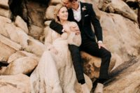 01 This modern and sophisicated couple went for an eclectic wedding in the desert by the Joshua tree