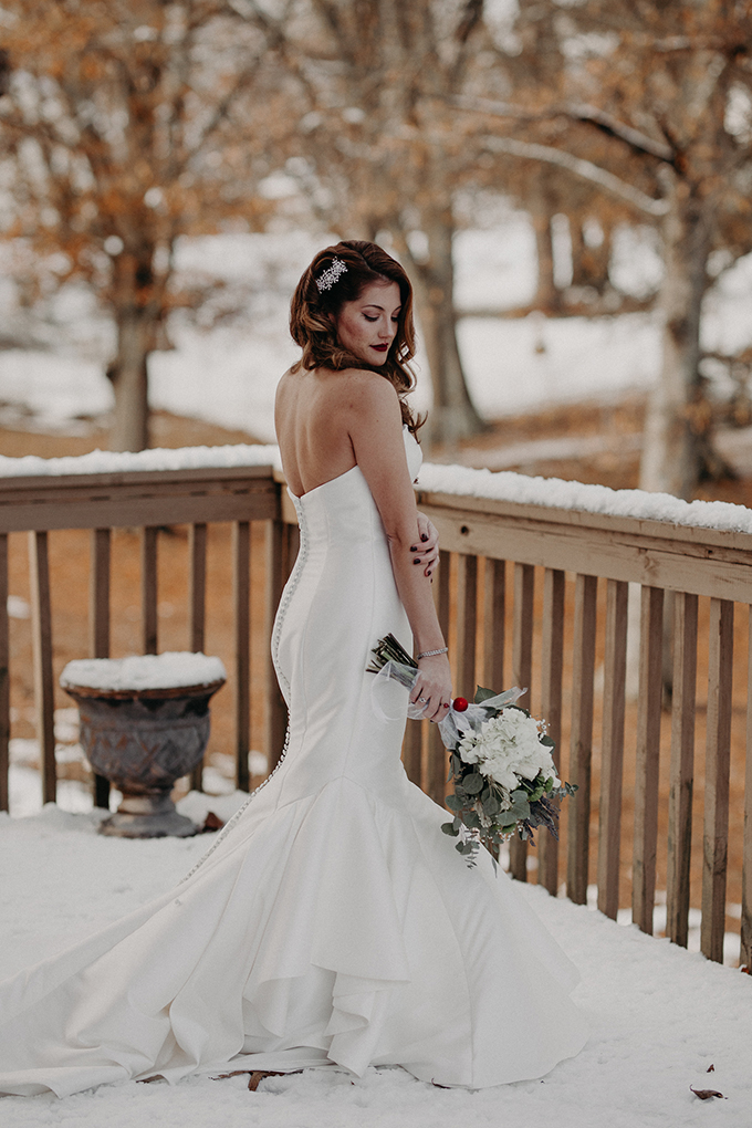 The bride opted for a classic strapless mermaid wedding dress and a shiny hairpiece on one side