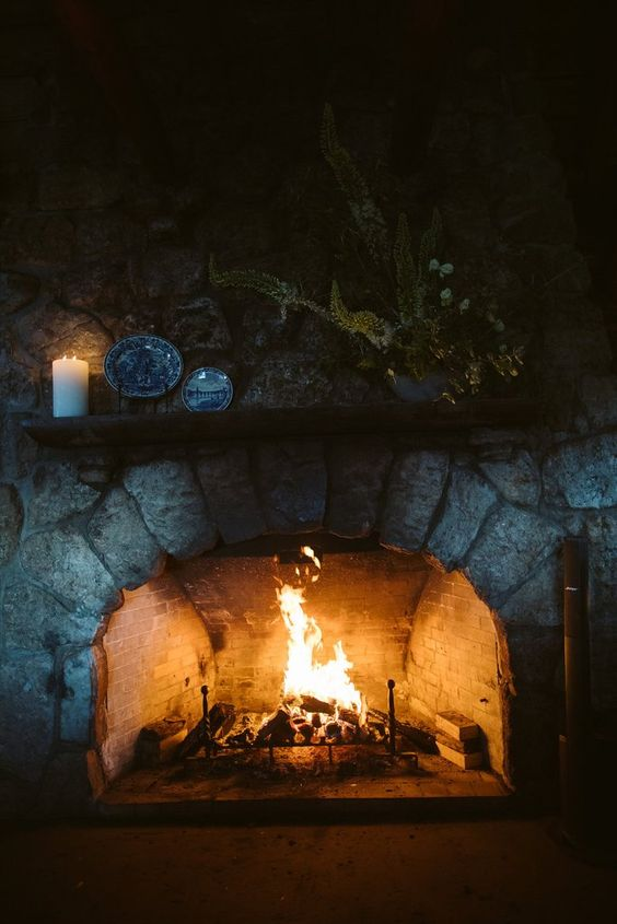 a fireplace can be also part of the reception space, so that every guest felt its warmth and coziness
