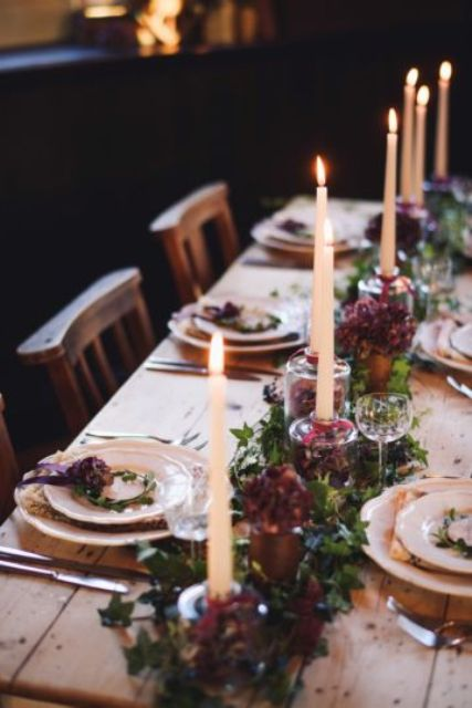bold blooms are also a good idea for hyge weddings, just choose simple ones and mix them with foliage and candles