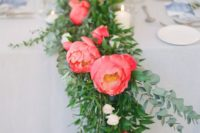 17 a bold wedding table runner with bold greenery and coral and blush blooms is a super catchy and fun idea