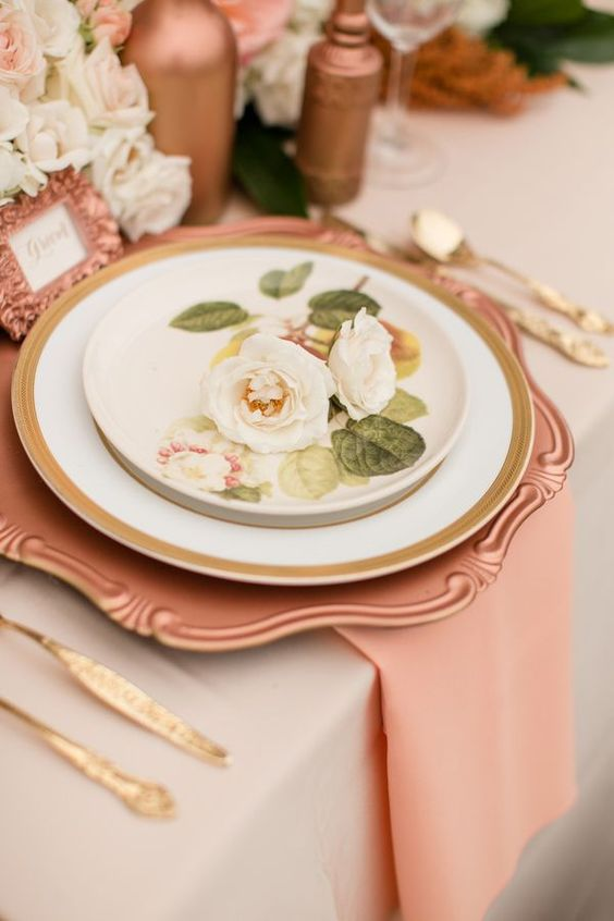 copper chargers and vases and peachy napkins are a cool and very tender combo, gold cutlery for an accent