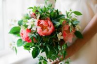 19 a bright wedding bouquet of fresh greenery and bold coral blooms plus cascading textures