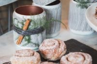 24 serve hot chocolate and cinnamon buns at your weddign dessert bar to make everyone feel cozy