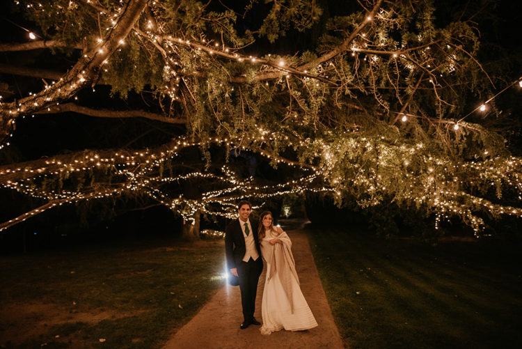 This couple went for a cool intimate wedding in Barcelona, with lots of lights and lush greenery