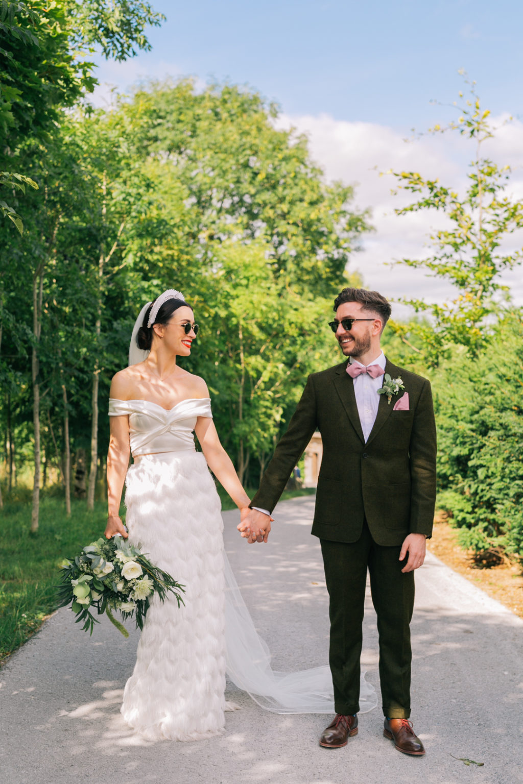 This stylish wedding with laid back vibes, quriky touches and lots of LOLs impresses