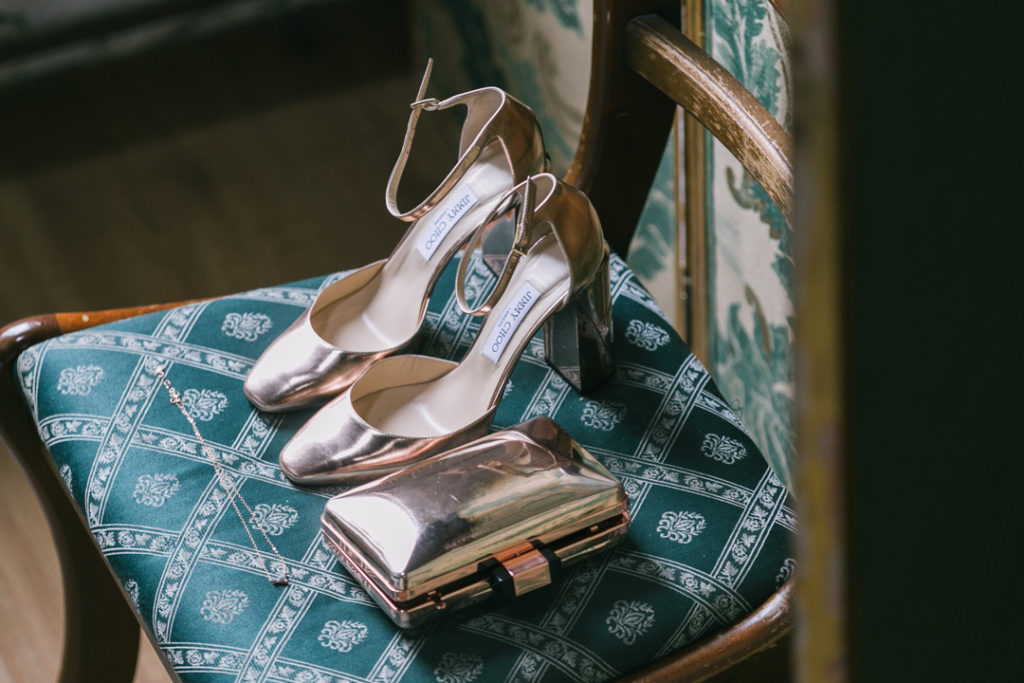 The bride chose some stylish metallic accessories   shoes and a clutch