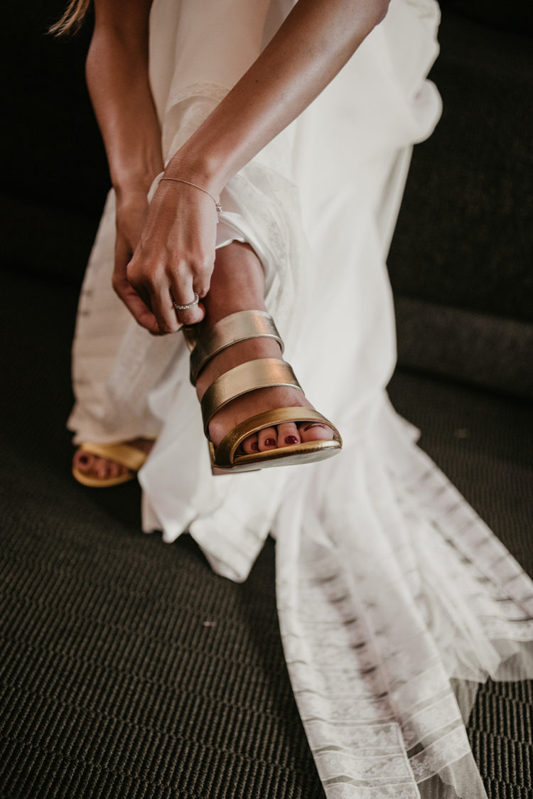 She added stylish metallic mules to accent her look
