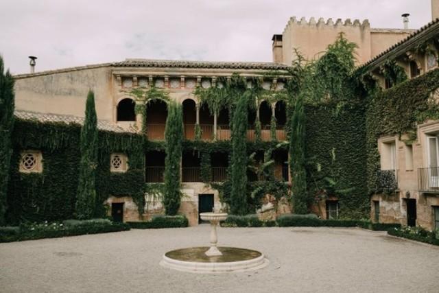 This amazing villa and garden around it were chosen as a venue to rock