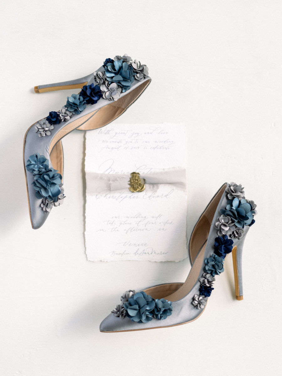 Look at these blue wedding shoes with 3D flowers, aren't they gorgeous