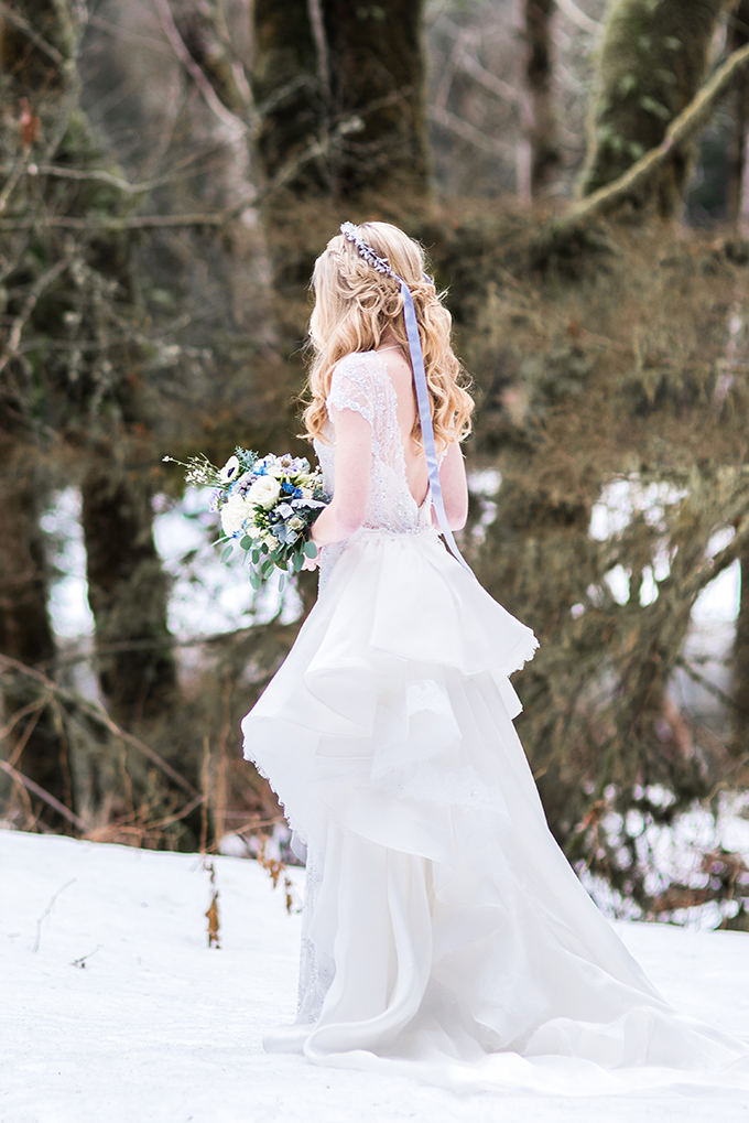 The back of the dress was a cutout one and a rhinestone hairpiece was with long ribbons