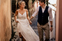 04 The groom was wearing a white shirt, a black waistcoat, neutral pants and black shoes