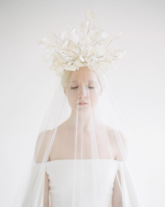 a fantastic lunaria wedding crown with a veil will make your bridal look very inspiring and catchy