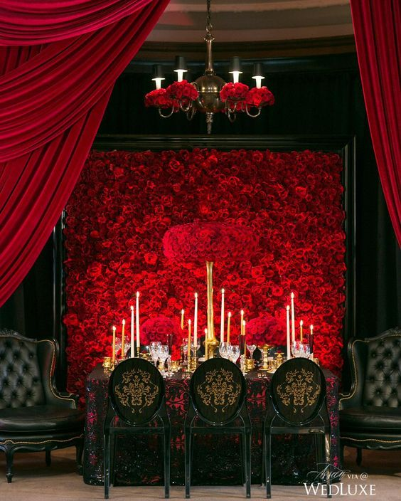 a breathtaking red roses floral wall is a fantastic and dramatic decoration for a refined wedding