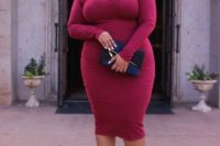 07 a fantastic fuchsia fitting midi dress with a catchy neckline, metallic shoes and a navy clutch for a statement